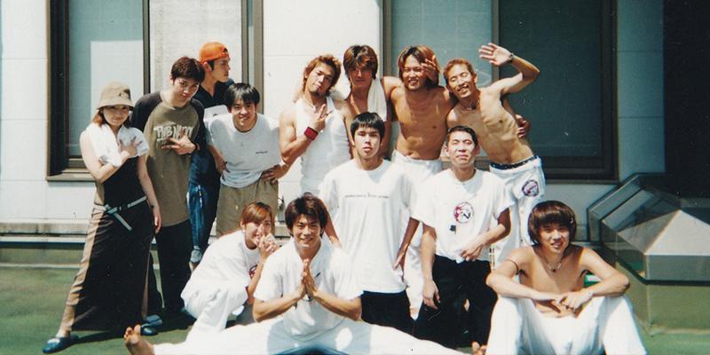 2001年カポエイラの小さなグループを立ち上げ
